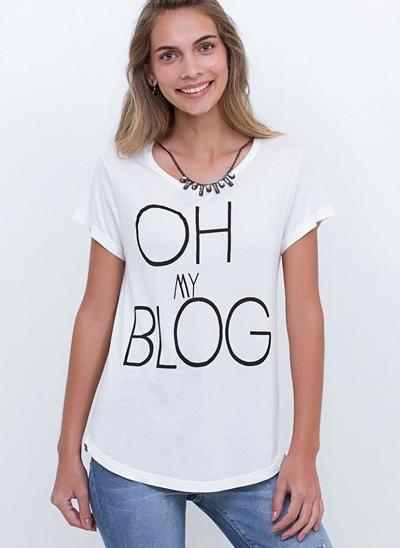 T-Shirt Blog com Corrente no Decote
