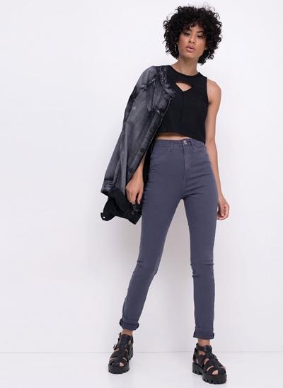 Blusa Cropped com Recorte Frontal