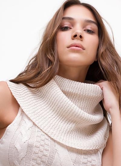Blusa Gola Alta com Detalhes Trança