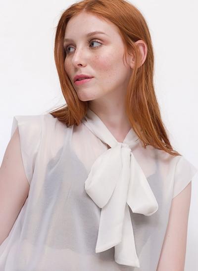 Blusa Transparente com Amarração na Gola