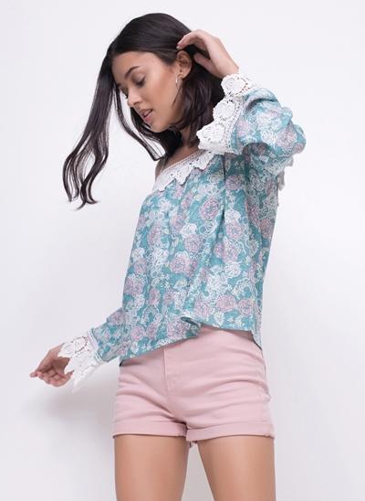 Blusa Floral com Ombros de Fora
