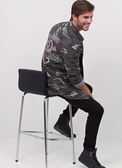 Camisa Camuflada Bordada Follow Costas