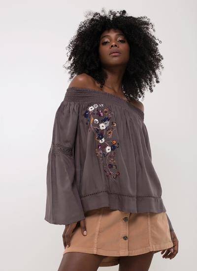 Blusa Ciganinha com Bordado Floral