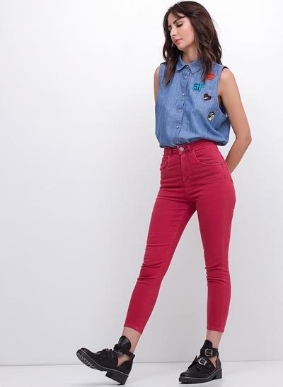 Camisa Jeans Sem Mangas com Patches
