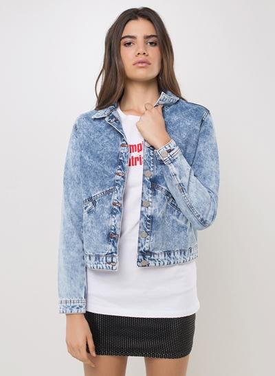 Jaqueta Slim em Jeans com Bolsos