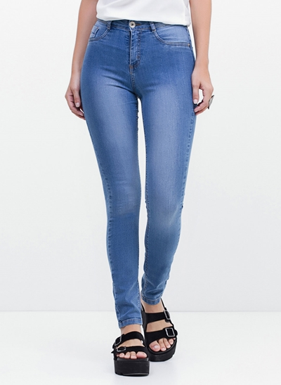 Calça Cintura Alta em Jeans Delavê