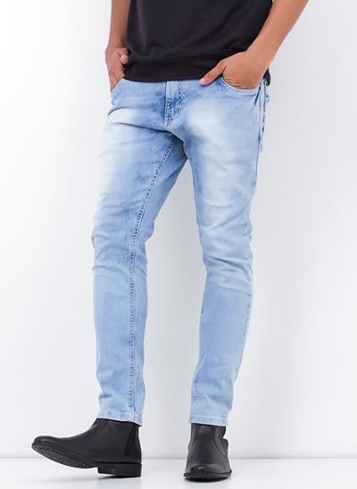 Calça Skinny em Jeans Claro