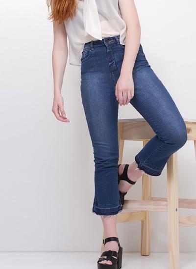 Calça Cropped Flare em Jeans