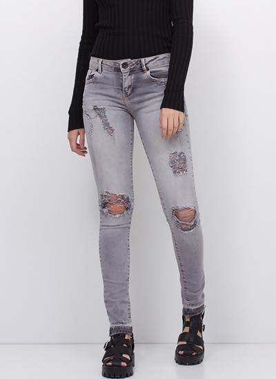 Calça Super Skinny Destroyed em Jeans