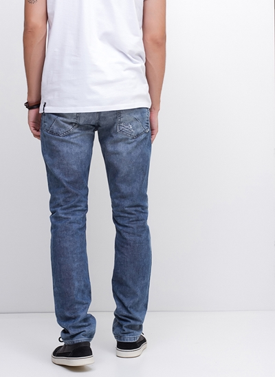 Calça Slim em Jeans