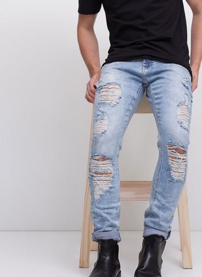 Calça Skinny Destroyed em Jeans Delavê