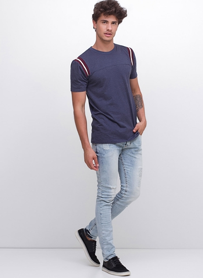 Calça Skinny com Puídos em Jeans Delavê