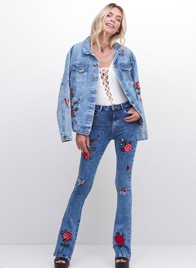 Calça Boot Cut Bordada em Jeans