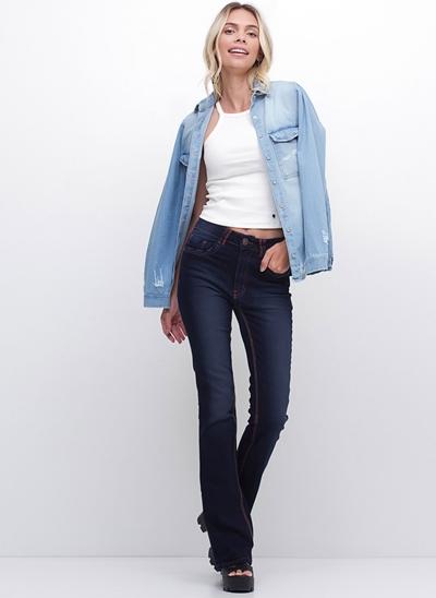 Calça Boot Cut em Jeans
