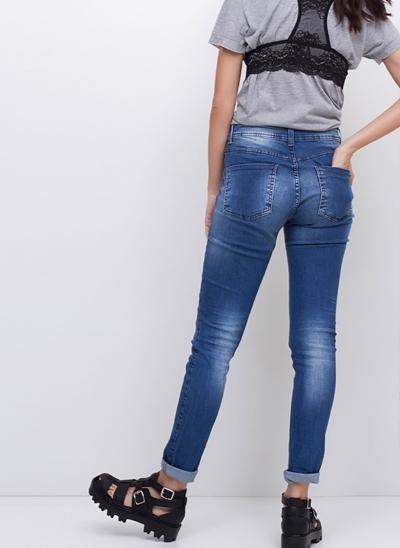 Calça Super Skinny Navalhada em Jeans