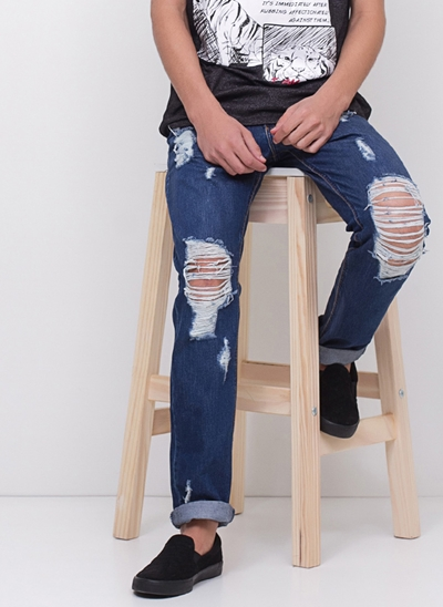 Calça Slim Destroyed em Jeans