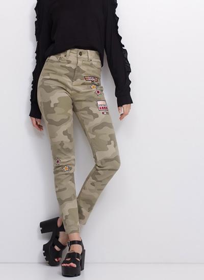 Calça Skinny Cintura Alta Militar Patch