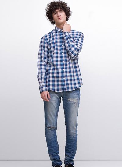 Calça Skinny em Jeans Destroyed Desfiado