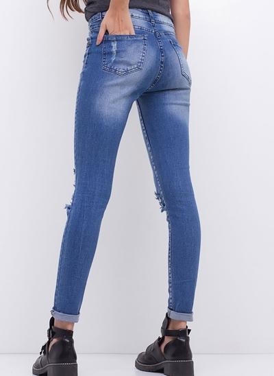Calça Skinny em Jeans Destroyed