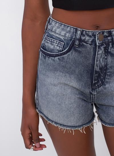 Short Hot Pants com Puídos em Jeans
