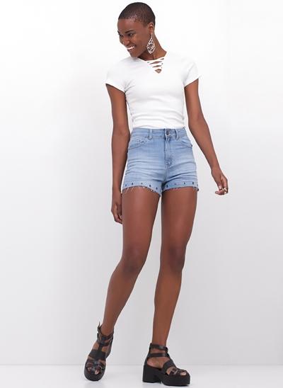 Short Hot Pants com Ilhós em Jeans