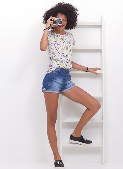 Bermudinha Jeans com Barra Desfiada