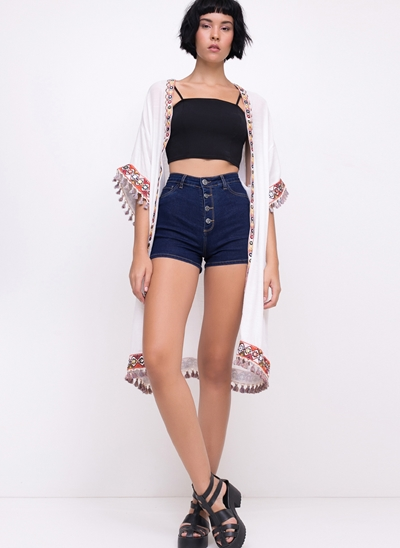 Short Hot Pants em Jeans com Botões