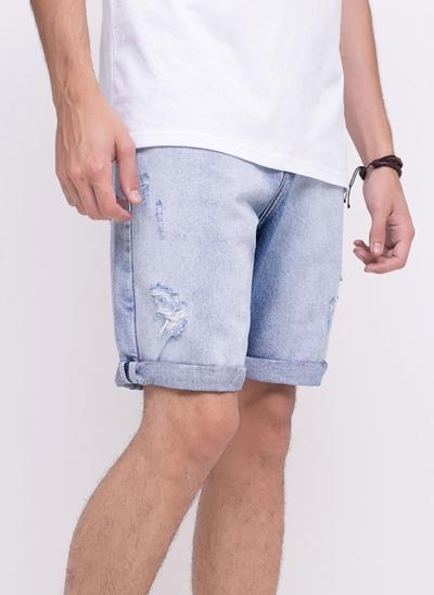 Bermuda em Jeans com Puídos