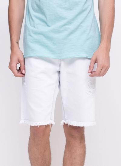 Bermuda em Jeans Delavê com Puídos