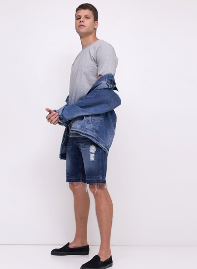 Bermuda em Jeans com Barra Desfiada