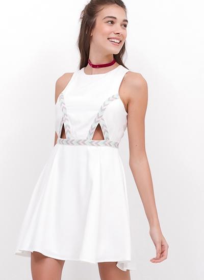 Vestido Crepe Recortes com Detalhe Grega