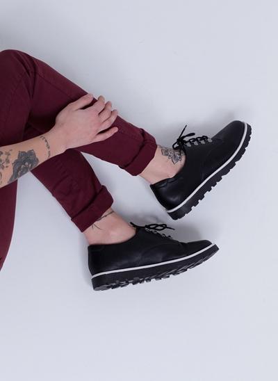 Sapato Oxford em Material Sintético