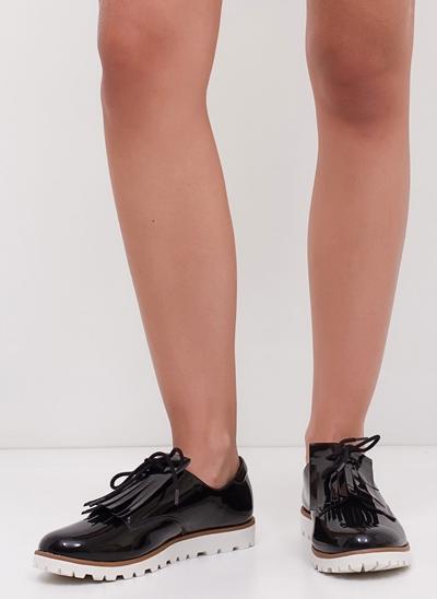 Sapato Oxford Tratorado em Verniz