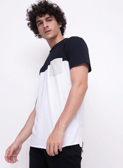 Camiseta Recorte com Bolso