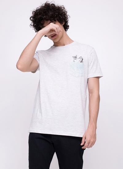 Camiseta com Bolsinho e Estampa