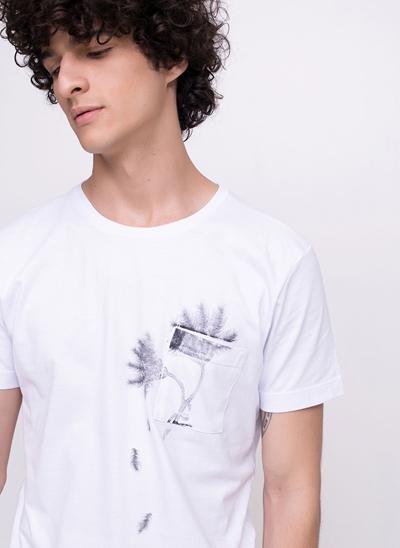 Camiseta com Bolsinho Estampado