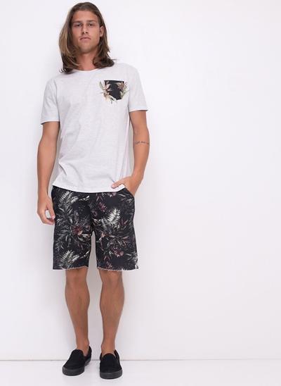 Camiseta com Detalhe em Floral