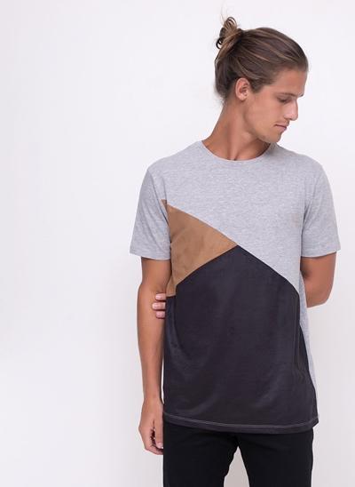 Camiseta com Recortes em Suede