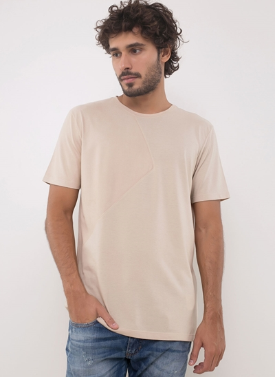 Camiseta com Recorte Lateral em Suede