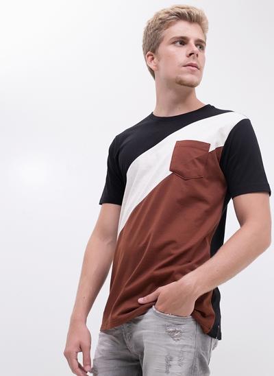 Camiseta com Bolso e Recortes