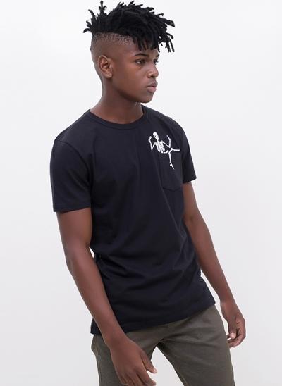 Camiseta com Bolsinho Skull