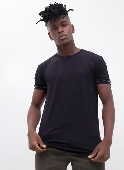 Camiseta Black com Detalhes