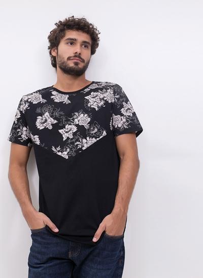 Camiseta com Recorte Floral