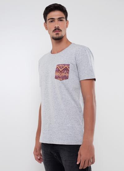 Camiseta com Bolso Étnico