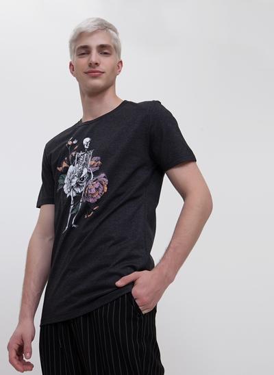 Camiseta Esqueleto Floral