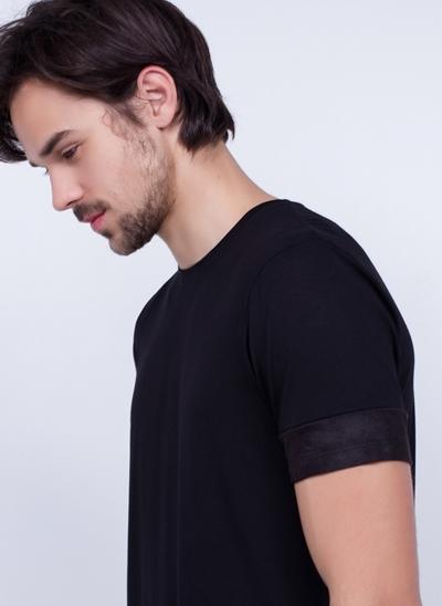 Camiseta Manga Curta com Recortes Suede