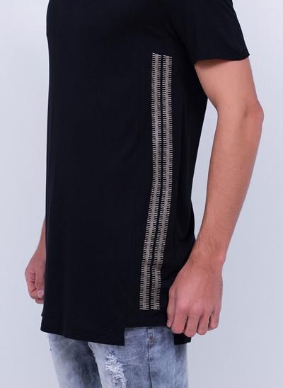 Camiseta Alongada com Detalhe Lateral
