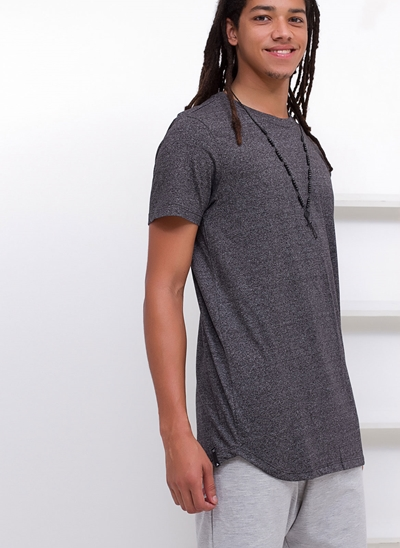 Camiseta Alongada em Botonê