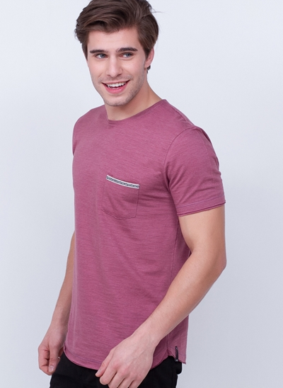 Camiseta com Bolso Cordão em Flamê
