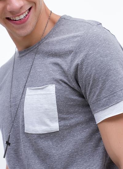Camiseta Botonê Sobreposta com Bolso